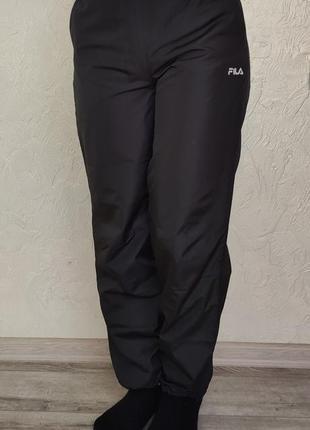 Оригинальные спортивные штаны из плащевки fila