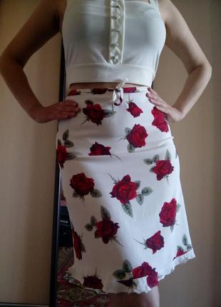 Летняя белая юбка в цветочный принт на кулиске