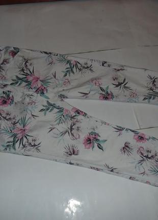 Фирменные цветные укороченные джинсы на лето