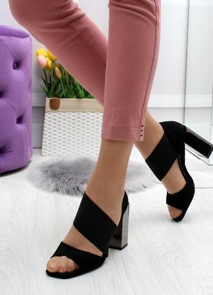 Модные босоножки на толстом устойчивом каблуке с закрытой пяткой эко-замша