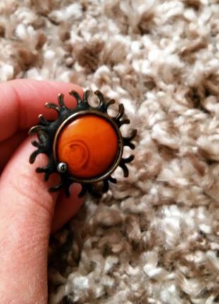 Эксклюзивное кольцо с солнечным камнем