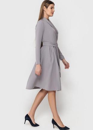 Платье на запах с шалевым воротником, цвет серый