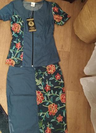 Джинсовый костюм с вышивкой