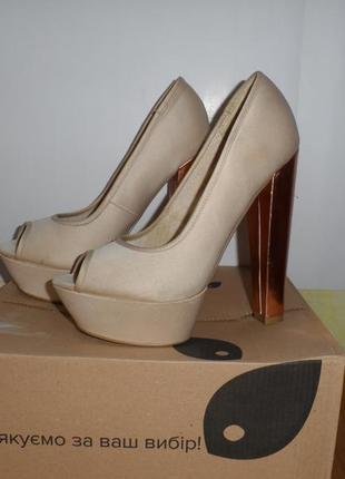 Стильні атласні туфлі, золотий каблук 37 розмір