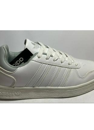 Женские кроссовки  adidas  цвет белый