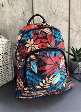 Текстильный рюкзак с отделкой.