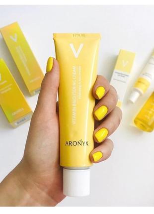 Витаминный осветляющий крем с аскорбиновой кислотой aronyx vitamin brightening cream