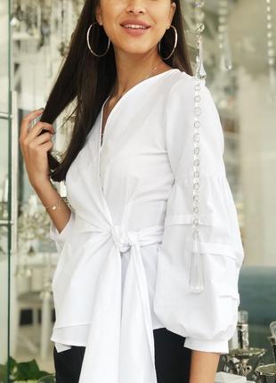 Белая блуза (рубашка) на запах с рукавами воланом