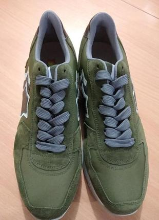 Продам кроссовки новые 38 размер цвет хаки