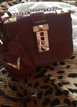 Трендовая сумка valentino,кроссбоди  сумочка,лаковая,с кошельком