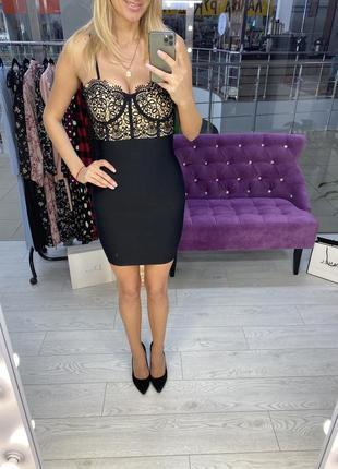 Сексуальное платье с кружевом на лифе