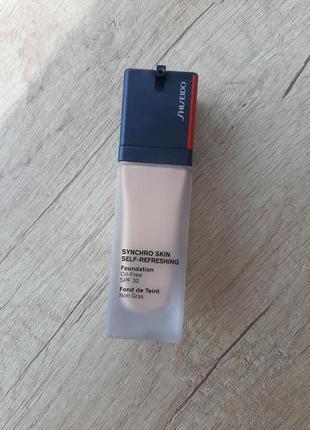 Shiseido synchro skin self refreshing foundation легкая тональная основа