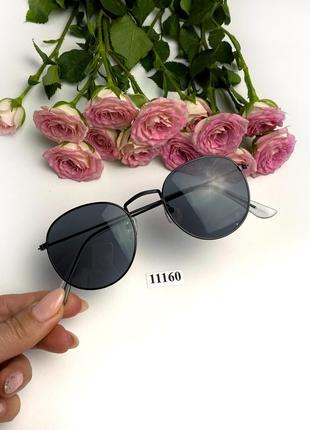 Солнцезащитные очки с черными линзами черная оправа тренд round