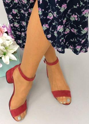 Босоножки на каблуке, замшевые босоножки, обувь, яркие босоножки