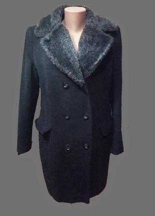 Стильное шерстяное  пальто  деми с меховым воротником george