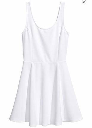 Короткое платье из джерси расклешенное
