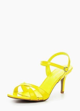 Классные, яркие, неоновые желтые босоножки 🍋