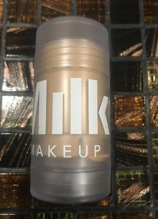 Праймер для подсветки кожи лица milk makeup blur stick