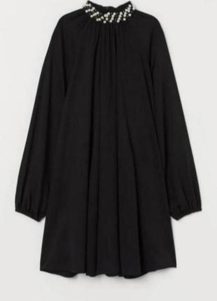 Чёрное платье свободного кроя с украшением от h&m