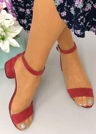 Женские босоножки фуксия на каблуке
