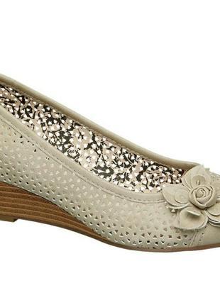 Туфли с перфорированной кожи