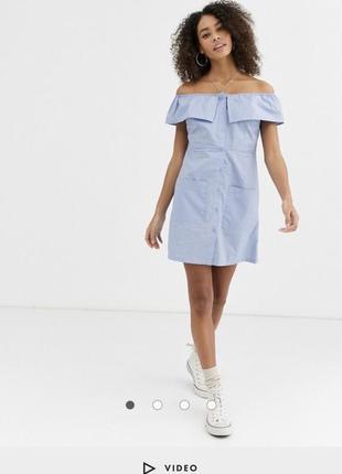 Платье мини с открытыми плечами с баской