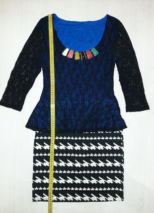 Яркое платье  с баской и юбкой весенне-осеннее