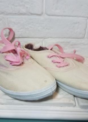 Кеды с розовой шнуровкой на девочку