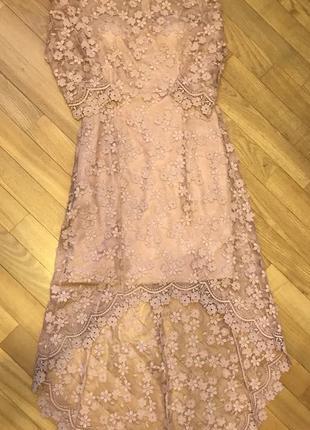 Нежное вечернее ассиметричное платье