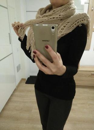 Стильный бежевый шерстяной шарф