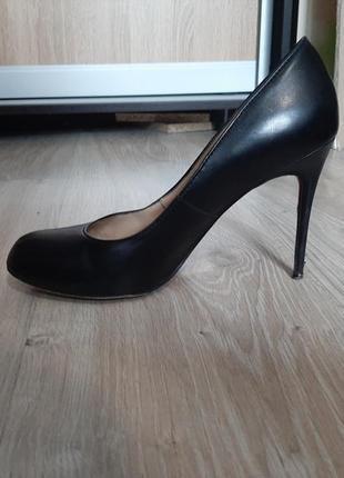 Туфлі в ідеальному стані