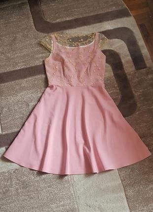 Нарядное платье с декоративной сеткой