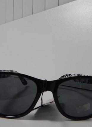 Cолнцезащитные очки змеиный принт c&a