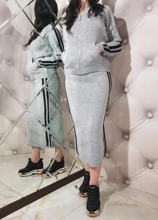 Женский шерстяной костюм с юбкой
