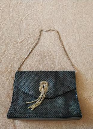 Театральная сумочка с теснением под змею