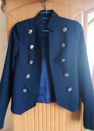 Синий пиджак в стиле милитари