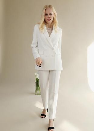 Стильний жіночий костюм брюки та жакет на підкладі! костюмна тканина колір білий