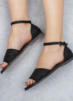Черные босоножки сандалии на плоской подошве низкий ход с перфорацией