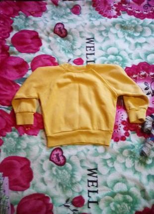 Ярко-желтый свитер с начесом