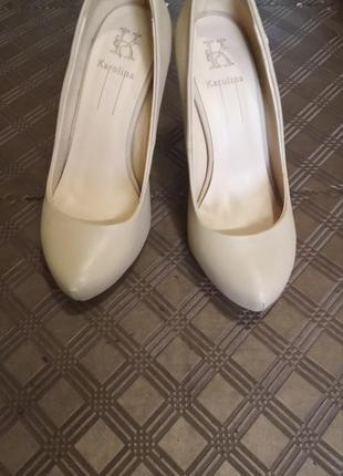 Фірмові туфлі karolina