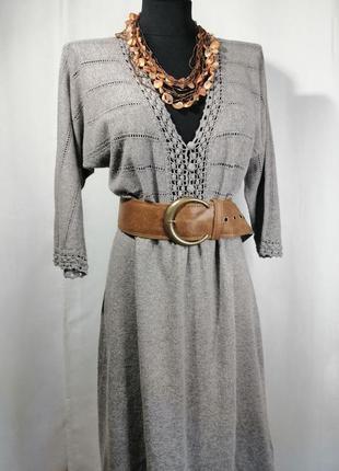 Красивое, серое платье с кружевными элементами от monsoon
