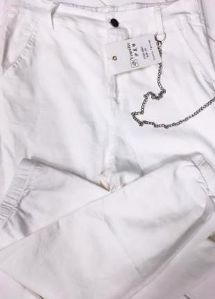 Белые штаны мом с цепью🌸🌸🌸