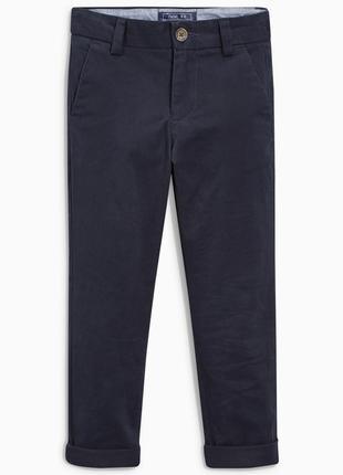 Зауженные брюки чинос
