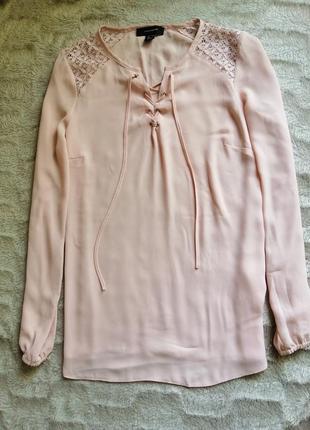 Розовая пудровая блуза лёгкая шифоновая на шнуровке удлинённая