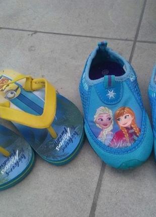 Две пары обуви по цене одной. аквашузы