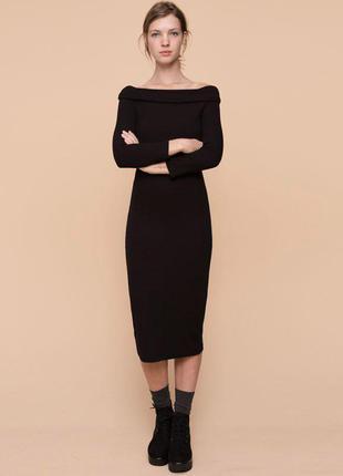 Платье стрейчевое миди с открытыми плечами