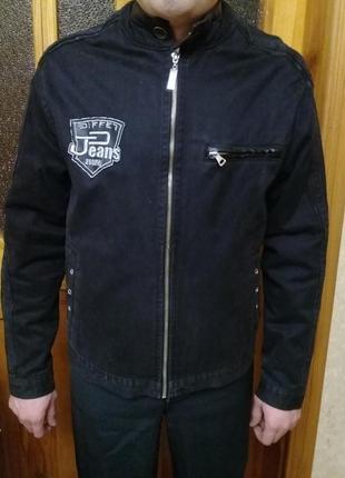 Черная мужская куртка-ветровка в идеальном состоянии