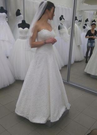 Свадебное платье а-силуэта (гепюр)