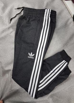 Штаны спортивные adidas брюки зауженные трикотаж на манжете  унисекс