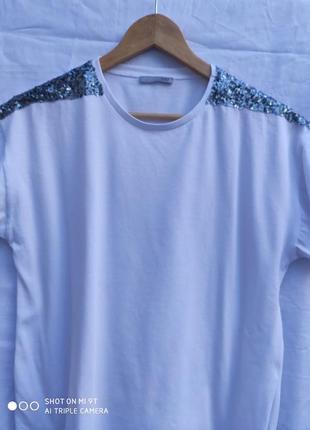 Брендовая хлопковая футболка от zara с пакетами на плечах раз.м